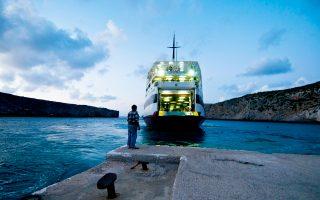Το «Βιτσέντζος Κορνάρος» αναχωρεί από τα Αντικύθηρα, το νησί με τους μόλις 30 κατοίκους, για τον Πειραιά. Στην υποθαλάσσια περιοχή του νησιού άρχισαν νέες έρευνες, με Αμερικανούς, Ελβετούς και Ελληνες χρηματοδότες, στο σημείο όπου βρίσκεται το πλοίο που μετέφερε τον «μηχανισμό των Αντικυθήρων» αλλά και ένα άλλο αρχαίο ναυάγιο.