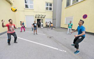 Εγκαταλελειμμένο κτίριο γραφείων που χρησιμοποιείται ως προσωρινό κέντρο φιλοξενίας προσφύγων στο Εσσεν.