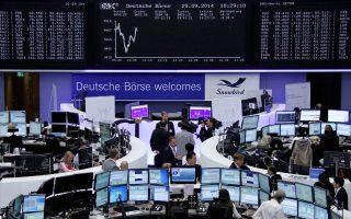 Στη Φρανκφούρτη ο δείκτης DAX υποχώρησε κατά 0,82%, παρόμοια εικόνα και στο Παρίσι με τον CAC 40 να χάνει 1,06%.