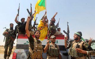 Ιρακινοί στρατιώτες πανηγυρίζουν την ανακατάληψη της πόλης Αμερλί και την ήττα των σουνιτών τζιχαντιστών.