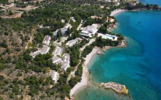 stin-dolphin-capital-perase-to-apollon-beach-sto-porto-cheli-2043370
