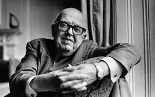 Tο 1959 ο Βρετανός φυσικός Τσαρλς Πέρσι Σνόου έδωσε μία διάλεξη με τίτλο «Οι δύο πολιτισμοί», στην οποία εξέφραζε τη θλίψη του για το πολιτισμικό χάσμα μεταξύ των θετικών και των θεωρητικών επιστημόνων. Οντας ο ίδιος βοηθός ερευνητή σε εργαστήριο Φυσικής και ταυτόχρονα μυθιστοριογράφος, γνώριζε ένα-δυο πράγματα για αμφοτέρους τους χώρους.
