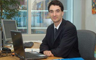 Σύμφωνα με τον επικεφαλής οικονομολόγο του Ινστιτούτου, Ζολτ Νταρβάς, τα όργανα της Ε.Ε. θα πρέπει να θέσουν τα σωστά θεμέλια για νέες αναδιαρθρώσεις χρέους σαν την περίπτωση της Ελλάδας.