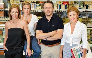 Η δεύτερη γενιά. Από αριστερά: Αγγελική, Φαίδρα, Θεόδωρος και Μαρίνα Δούρου. (Φωτογραφία: Βαγγέλης Ζαββός).