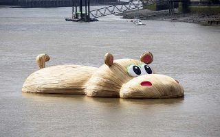 A giant wooden hippopotamus created by Dutch artist Florentijn Hofman floats in the Thames in London on September 3, 2014. The sculpture named HippopoThames is 21-metre-long (69 feet) and is on display until September 28 as part of the Totally Thames festival. AFP PHOTO/JACK TAYLOR  == RESTRICTED TO EDITORIAL USE, MANDATORY MENTION OF THE ARTIST, TO ILLUSTRATE THE EVENT AS SPECIFIED IN THE CAPTION ==