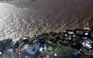 epa04389159 An aerial view of the flood hit area in Pargawal village of Akhnoor sector in Jammu the winter capital of Kashmir, India, 07 September 2014. According to the media reports, over 100 people have died in different parts of Jammu and Kashmir after heavy rains caused flash floods and landslides triggered by the latest spell of rains while government has pressed into service its machinery to carry rescue operations.  EPA/JAIPAL SINGH