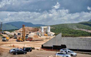 Παρά την ανησυχία της Περιφέρειας Ηπείρου για την πορεία κατασκευής της Ιονίας Οδού, υπουργείο και εργολάβος υποστηρίζουν ότι τα προβλήματα ξεπερνιούνται χωρίς να δημιουργούν σοβαρό κώλυμα στο χρονοδιάγραμμα του έργου.