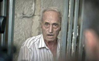 Ο Αλεξάντρου Βισινέσκου ήταν το 1956-1963 διευθυντής της φυλακής στη Ράμνιτσα Σαρατ, την οποία οι Ρουμάνοι αποκαλούσαν