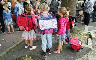 Schoolchildren wait to enter the primary school Jules Ferry in Fontenay-sous-Bois near Paris, September 2, 2014 on the start of the new school year in France.          REUTERS/Charles Platiau (FRANCE - Tags: SOCIETY EDUCATION)