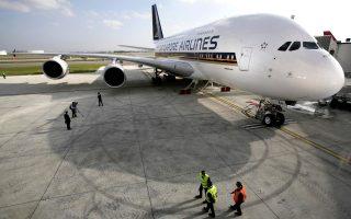 i-singapore-airlines-paramenei-stin-athina0