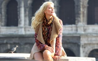 Valeria Mazza stll working in Rome for a publicitary spot.  She is also pictured with her family.<P><noscript><img width=
