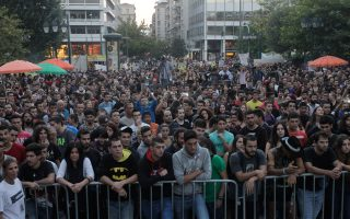 synaylia-sto-syntagma-sti-mnimi-toy-p-fyssa0