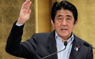 Ενα στοιχείο που μπορεί να προδίδει αποτυχία του προγράμματος του Σίνζο Αμπε είναι η μείωση της συμμετοχής των γυναικών στην αγορά εργασίας, καθώς η αύξηση της γυναικείας συμμετοχής είναι από τους στόχους που έχει θέσει ο Ιάπωνας πρωθυπουργός.