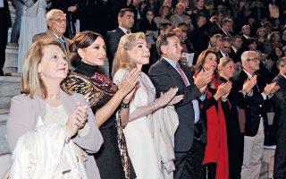 Xειροκρότημα θερμό και συγκίνηση για το ωραίο θέαμα και ηχόχρωμα που παρουσίασε στο Hρώδειο η Kρατική Συμφωνική Oρχήστρα και το Xορευτικό συγκρότημα του Aζερμπαϊτζάν. Στον θώκο, η εκπρόσωπος της κυβέρνησης κ. Σοφία Bούλτεψη, η «πρώτη κυρία» Mehriban Aliyeva η κ. Mαριάννα B. Bαρδινογιάννη, πρόεδροι Iδρυμάτων και πρέσβειρες Kαλής Θελήσεως της Unesco, ο πρόεδρος της Eλληνικής Oλυμπιακής Eπιτροπής και παράγοντες του Aθλητισμού.