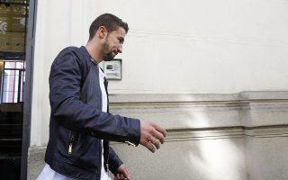 O νυν αρχηγός της Ατλέτικο Μαδρίτης, Γκάμπι Φερνάντεθ, αποχωρεί από την ισπανική Επιτροπή κατά της Διαφθοράς και του Οργανωμένου Εγκλήματος, όπου προσήλθε χθες αυτοβούλως. Ο Ισπανός μέσος φέρεται να παραδέχθηκε ότι το 2011 έλαβε συγκεκριμένες εντολές από τον πρώην σύλλογό του, τη Σαραγόσα, σχετικά με ύποπτο αγώνα κόντρα στη Λεβάντε.