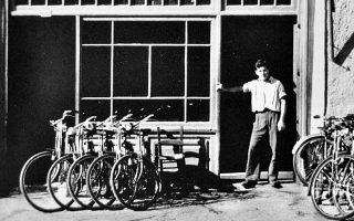 «Ποδηλατάδικο» από μια Αθήνα που δεν υπάρχει πια, στο βιβλίο του Κυριάκου Ιωσηφίδη που συμπυκνώνει ιστορία 132 ετών.