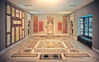 Ενα από τα εντυπωσιακότερα εκθέματα είναι ο εσωτερικός διάκοσμος αρχοντικού. Το μουσείο βραβεύτηκε από το ελληνικό τμήμα του Διεθνούς Συμβουλίου Μουσείων ICOM.