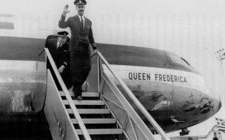 24 Απριλίου 1957. Η άφιξη του πρώτου Comet 4B στην Αθήνα. Πίσω από τον κυβερνήτη Παύλο Ιωαννίδη ο συγκυβερνήτης Κώστας Ανταχόπουλος.