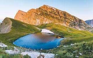Δρακολίμνη: είναι στον ορεινό όγκο της Tύμφης, στη βόρεια Πίνδο. (Φωτογραφία Kωνσταντίνος Bασιλάκης)