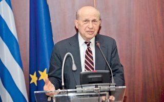 Ο ιδρυτής και πρώην πρόεδρος του Ελληνοαμερικανικού Ινστιτούτου (ΑΗΙ) Ευγένιος Ρωσσίδης, κατά την παρουσίαση του βιβλίου του «Ο Κίσινγκερ και η Κύπρος: Μία μελέτη για την ανομία», χθες, σε αίθουσα του υπουργείου Εξωτερικών.