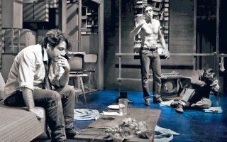 Σκηνή από την «Αγαπητή Ελένα», σε σκηνοθεσία Ελένης Σκότη, στο Επί Κολωνώ.