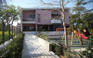 O Ξενώνας SOS EΛΙΖΑ λειτουργεί στο Μαρούσι σε συνεργασία των ΜΚΟ ΕΛΙΖΑ με τα «Παιδικά Χωριά SOS Ελλάδος». Είναι η μοναδική δομή στην Ελλάδα η οποία απευθύνεται αποκλειστικά σε παιδιά ηλικίας έως 6 ετών, τα οποία έχουν απομακρυνθεί από τις οικογένειές τους με εισαγγελική παρέμβαση είτε λόγω βαριάς παραμέλησης ή κακοποίησης.