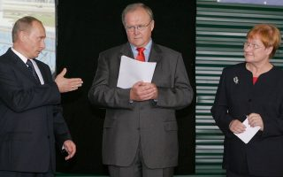 """«Εχετε ένα """"μομέντουμ"""" τώρα να δουν παγκοσμίως τη δύναμή σας, να δουν ότι καταφέρατε να βγείτε από την κρίση», δηλώνει ο πρώην πρωθυπουργός της Σουηδίας Γκόραν Πέρσον."""
