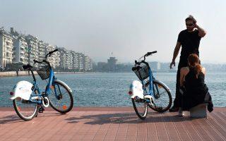 Νοικιάστε ποδήλατο και απολαύστε τη βόλτα στην παραλία. (Φωτογραφία: Αλέξανδρος Αβραμίδης)