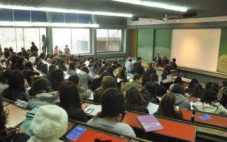 Γεμίζουν καθημερινά τα αμφιθέατρα των πανεπιστημίων και ΤΕΙ της χώρας από φοιτητές, όπως αυτό της Φιλοσοφικής Αθηνών.