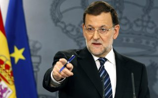 Αδιάλλακτος έναντι των Καταλανών αυτονομιστών εμφανίστηκε ο Ισπανός πρωθυπουργός, στην πρώτη του αντίδραση μετά το «δημοψήφισμα».