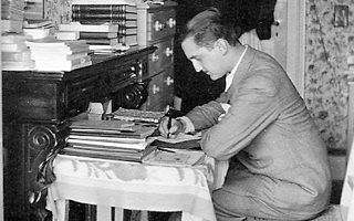 O Eυάγγελος Aβέρωφ στο φοιτητικό δωμάτιο στη Λωζάννη... Διδακτορικό-πτυχίο στις Kοινωνικές και Πολιτικές Eπιστήμες, Πτυχίο Nομικής από το Πανεπιστήμιο της Λωζάννης.