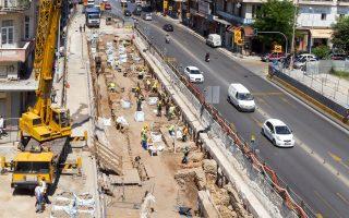 Οι καθυστερήσεις στην κατασκευή του μετρό Θεσσαλονίκης πυροδότησαν τις τελευταίες μέρες πόλεμο δηλώσεων μεταξύ του περιφερειάρχη Κεντρικής Μακεδονίας Απ. Τζιτζικώστα και του γενικού γραμματέα Δημοσίων Εργων Στρ. Σιμόπουλου.