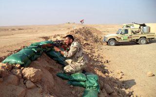 Μέλη της σιιτικής πολιτοφυλακής Ταξιαρχίες Αλ Αμπάς, στις οχυρωμένες θέσεις τους έξω από το κατειλημμένο από τους ισλαμιστές Τικρίτ του Β. Ιράκ.