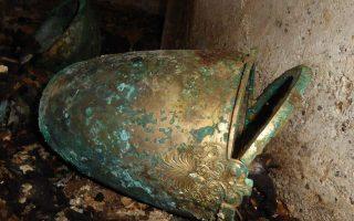 Σκεύος συμποσίου στο οποίο ανακάτευαν οίνο με νερό.