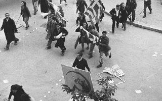 Λίγες ημέρες πριν πέσουν οι πυροβολισμοί στην πλατεία Συντάγματος στις 3 Δεκεμβρίου 1944, αντιπροσωπεία του ΚΚΕ συναντήθηκε με τον Τίτο, που πρότεινε να μη διαλυθεί ο ΕΛΑΣ.