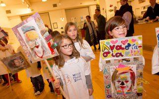 Παιδιά των εκπαιδευτικών προγραμμάτων του Μουσείου Ελληνικής Παιδικής Τέχνης στην επετειακή εκδήλωση για τα 20 χρόνια του μουσείου.
