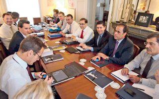 Η πρώτη συνάντηση κυβέρνησης - τρόικας στο Παρίσι, 2-4 Σεπτεμβρίου. Η ελληνική πλευρά παρουσιάζει στους δανειστές το σχέδιο φοροελαφρύνσεων που ανακοινώνει επισήμως από το βήμα της ΔΕΘ ο κ. Σαμαράς στις 6 του μήνα. Ηταν η σταγόνα που ξεχείλισε το ποτήρι.