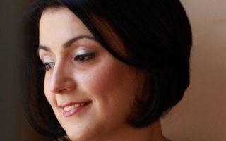 Η συγγραφέας Δήμητρα Πυργελή μας παροτρύνει να ζήσουμε «πιο «παραμυθένια», δηλαδή πιο απλά, πιο συνειδητά.