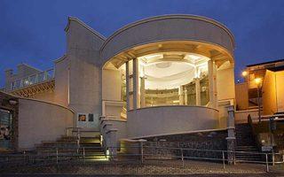 Ενα από τα μουσεία που κοιτάζουν το μέλλον. Η Πινακοθήκη Tate στο θέρετρο Saint Ives.