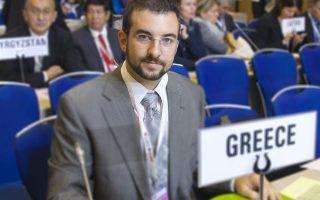 Ο δρ Κωνσταντίνος Βαρδαβάς, ερευνητής στο Κέντρο Ερευνας Καπνίσματος στο πανεπιστήμιο Harvard, βρέθηκε στη Μόσχα στα μέσα Οκτωβρίου ως μέλος της ελληνικής αντιπροσωπείας στη συνδιάσκεψη των Μερών της Σύμβασης Πλαισίου για τον Ελεγχο του Καπνίσματος του Παγκοσμίου Οργανισμού Υγείας.