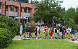 Οι περίπου 300 Αμερικανοί φοιτητές, που αυτές τις ημέρες ετοιμάζουν τις βαλίτσες τους για επιστροφή στην πατρίδα τους μετά το φθινοπωρινό εξάμηνο στο American College of Thessaloniki, έζησαν από πρώτο χέρι την ελληνική γραφειοκρατία. Μια περιπέτεια κοινή για κάθε φοιτητή από ξένη χώρα.
