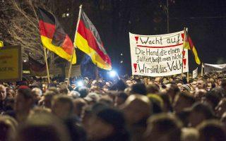 Στελέχη των Χριστιανοδημοκρατών προσπαθούν να διαχωρίσουν τους διαδηλωτές σε ακροδεξιά στοιχεία και σε απλούς πολίτες με εύλογες ανησυχίες.