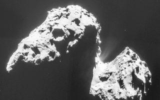Ο κομήτης Τσουριούμοφ - Γκερασιμένκο όπως φωτογραφήθηκε από κάμερα του διαστημοπλοίου Ροζέτα.