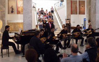 Η Ορχήστρα Νυκτών Εγχόρδων ΑΤΤΙΚΑ με τον τενόρο Γιάννη Χριστόπουλο την περασμένη άνοιξη.