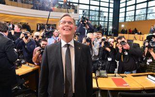 O Mπόντο Ράμελοφ χθες στη Βουλή της Θουριγγίας. Χάνοντας το ανατολικογερμανικό κρατίδιο, στο οποίο κυβερνούσαν για 24 χρόνια, οι Χριστιανοδημοκράτες ελέγχουν τώρα μόνο 5 από τα 16 κρατίδια.