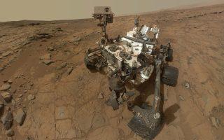 Το Curiosity είναι ικανό και για φωτογραφικές αυτοπροσωπογραφίες-selfies, όπως αυτή στον κρατήρα Γκέιλ.