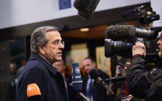 Ο πρωθυπουργός Αντ. Σαμαράς, προσερχόμενος στο Ευρωπαϊκό Συμβούλιο, δήλωσε ότι «δεν θα επιτρέψει σε κανένα να παίξει στα ζάρια τα επιτεύγματα της χώρας».