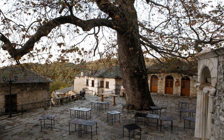 Αποψη της γραφικής πλατείας του χωριού. (Φωτογραφία: Κατερίνα Καμπίτη)
