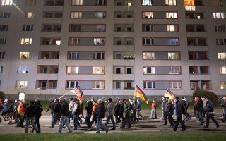 Γερμανικές σημαίες στη διαδήλωση κατά της μετανάστευσης στη Δρέσδη την 1η Δεκεμβρίου.