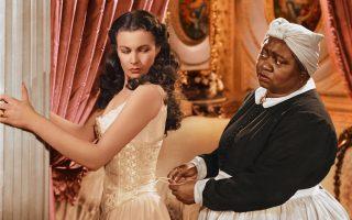 Η Χάτι Μακντάνιελ - Μάμι, η αφοσιωμένη κινηματογραφική τροφός της Βίβιαν Λι - Σκάρλετ Ο' Χάρα, δεν παρέστη στην πρεμιέρα της Ατλάντα, λόγω της ρατσιστικής νομοθεσίας στον Νότο.